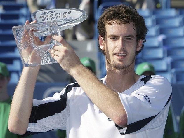 Brit Andy Murray kraloval na turnaji Série Masters v Cincinnati.