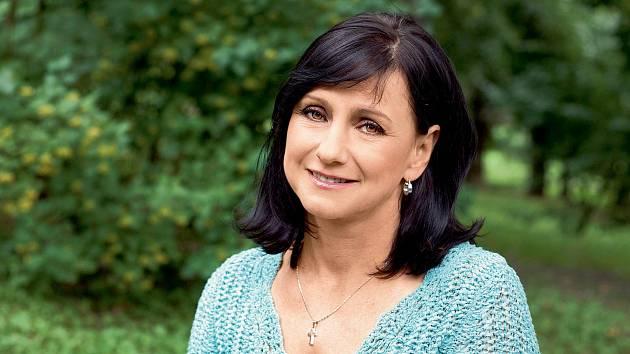"""""""Ze své zkušenosti vím, že rakovinou prsu onemocněly především ženy, které si myslely, že je nutné zvládat ženskou i mužskou roli,"""" říká Miroslava Skovajsová."""