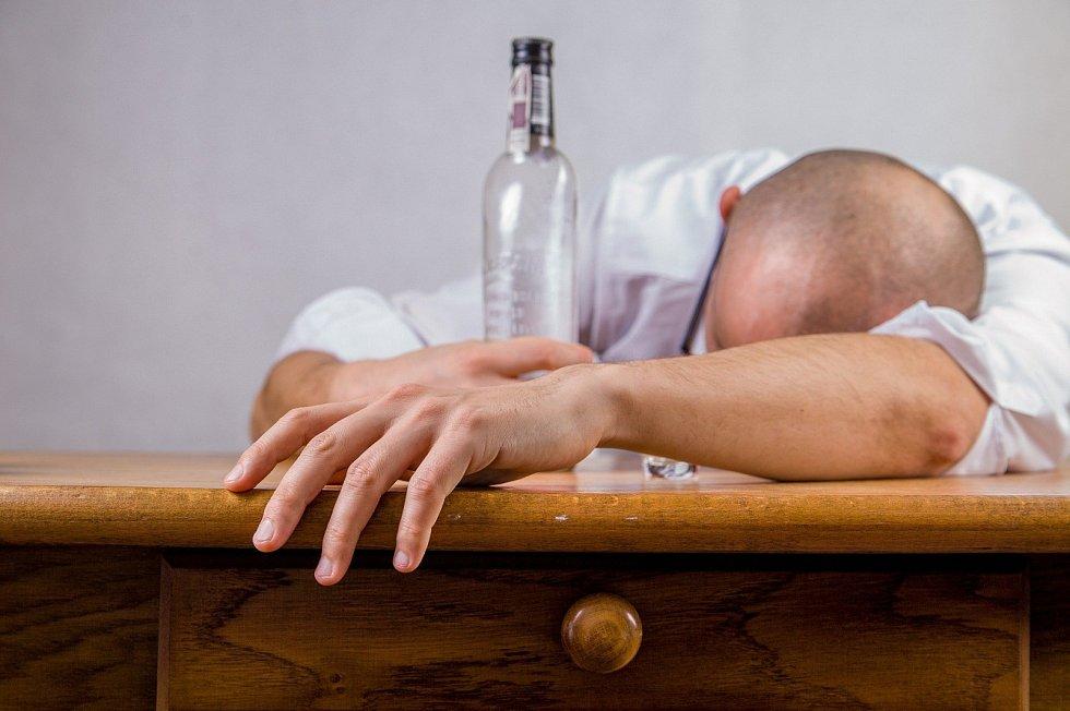 Alkohol a drogy se Davidovi stávaly nejbližším přítelem.