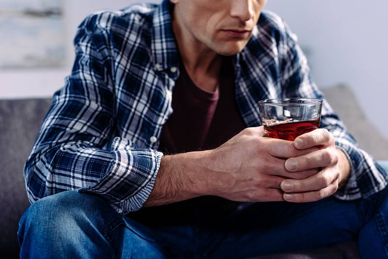 Pití alkoholu je takzvaně škodlivé, pokud má za následek zdravotní problémy.