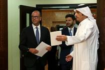 Italský minist zahraničí Angelino Alfano s katarským protějškem šejkem Mohammadem bin Abdulrahmanem Al-Táním