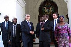 Zakladatel Microsoftu a filantrop Bill Gates s tanzánským prezidentem Johnem Magufulim.