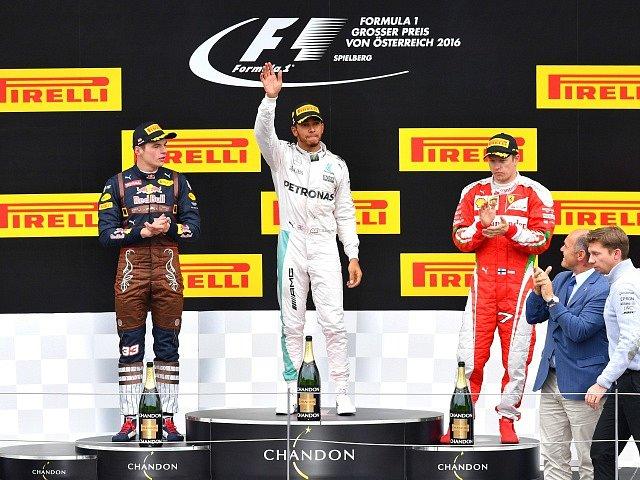 Zleva Max Verstappen, Lewis Hamilton a Kimi Raikkonen.