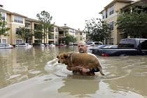 Povodně v Housotnu zabily nejméně pět lidí.