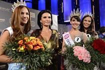 Finále soutěže dívčí krásy Česká Miss 2013 se uskutečnilo v sobotu 23. března 2013 v Praze. Zleva druhá Lucie Kovandová, ředitelka České Miss Michaela Maláčová, vítězka Gabriela Kratochvílová a třetí Monika Leová.