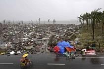 Následky ničivého tajfunu na Filipínách.