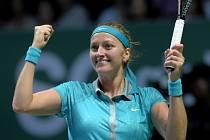 Petra Kvitová se na Turnaji mistryň raduje z vítězství nad Marií Šarapovovou.