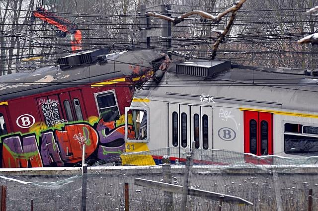 Při čelní srážce dvou regionálních vlaků v pondělí 15. února 2010 zahynulo na místě 18 lidí a později ještě jeden. Dalších víc než 170 bylo zraněno. Ke srážce došlo v těsné blízkosti vlámského města Halle ve střední Belgii