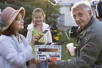 Režisér Jiří Menzel se rozhodl vrátit k pracovnímu názvu svého nového filmu. Místo Sukničkářů tak v květnu do kin dorazí Donšajni. Hlavní postavy ztvární Jan Hartl, Libuše Šafránková a Martin Huba.