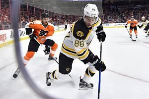 David Pastrňák z Bostonu v utkání s Philadelphií (ilustrační foto)