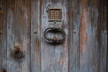 staré dveře, ilustrační foto