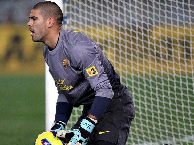 Zklamaný gólman Barcelony Valdés.