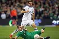 Irsko - Bosna: Seamus Coleman a Senad Lulič