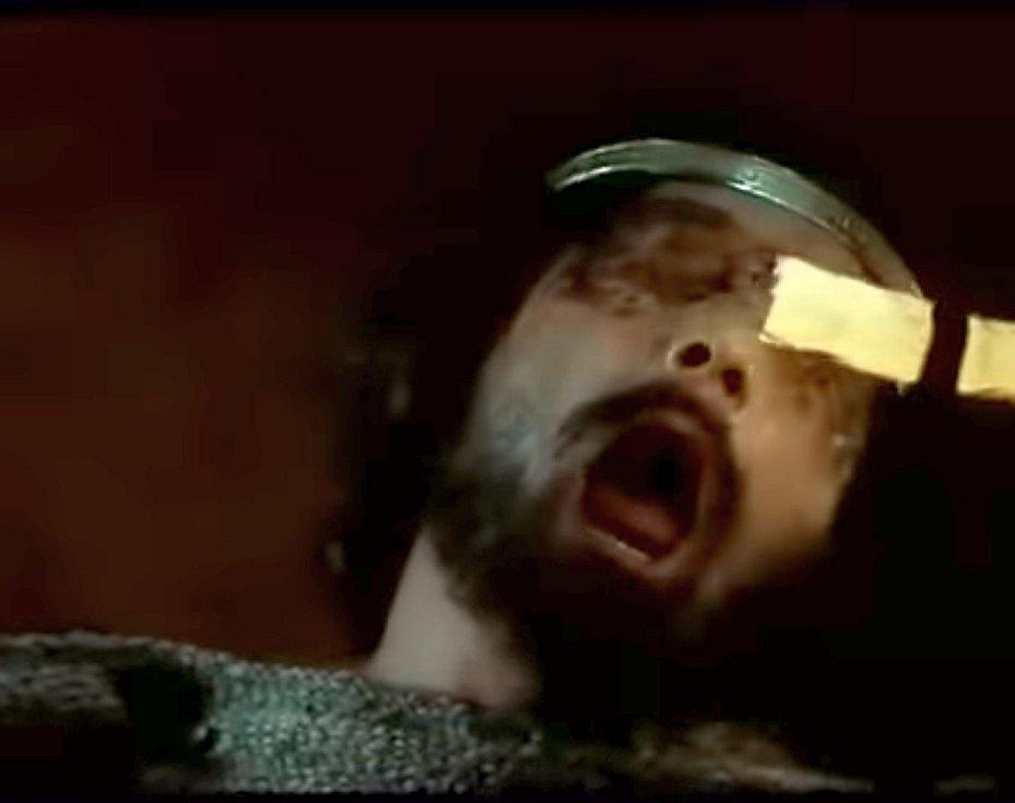 Vávrův film zachycoval i drastickou scénu Jaromírova oslepení