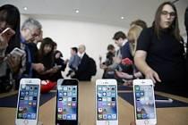 Apple představil menší a levnější verzi chytrého telefonu iPhone