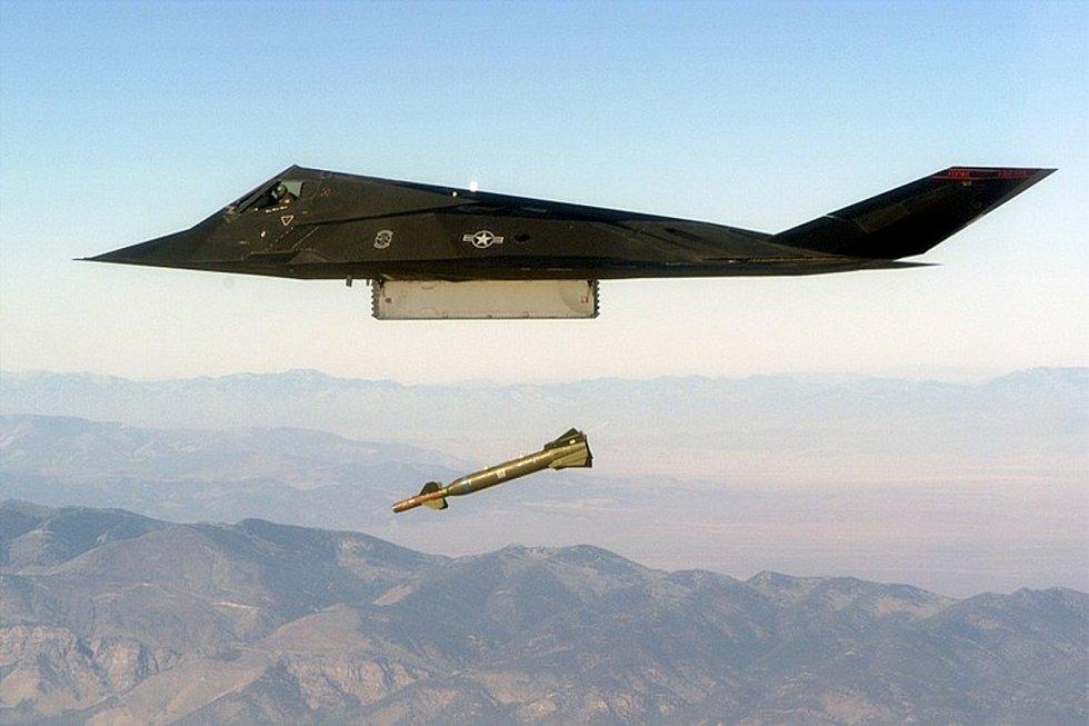V akci. Letadlo F-117A sloužilo v na nebi nad Jugoslávií, Panamou i Irákem. Foto: Wikimedia Commons, MSGT EDWARD SNYDER, volné dílo