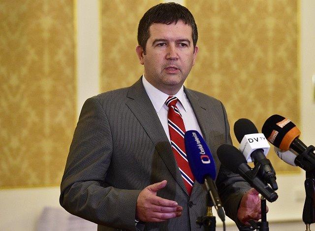Předseda ČSSD Jan Hamáček před novináři