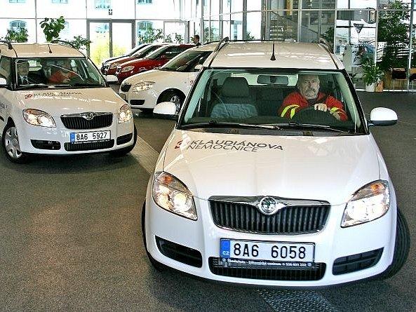 Škoda Auto předala pět vozů Škoda Roomster Oblastní nemocnici Mladá Boleslav a.s. (Klaudiánova nemocnice). Vozy budou sloužit jako sanitky pro pacienty. Je to vůbec první vůz Škoda Auto, který bude sloužit jako sanitka.