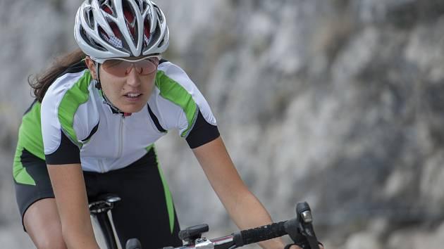 Jízda na kole není pro ženy ničím výjimečným, byly ale doby, kdy městské dámy nad takovým počínáním pohoršeně zvedaly obočí.