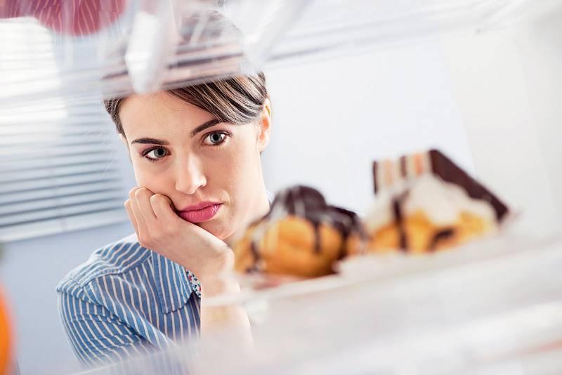 Jestli chcete řešit svoje emoční jedení, pak musíte nejprve vyloučit spouštěč nebo ho omezit.