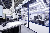 Společnost Freudenberg Sealing Technologies v Opatovicích nad Labem vyrábí radiální hřídelová těsnění neboli simerinky.