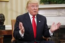 Z Trumpova portálu byl odstraněn i seznam možných ústavních soudců nebo některé zamýšlené regulace a reformy v oblasti hospodářství či obrany.