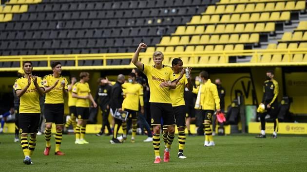 Fotbalisté Dortmundu po výhře nad Schalke