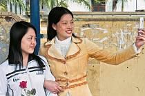 SELFÍČKO NEFRČÍ. Mezi Vietnamci se na Facebooku rozmáhá získávání lajků za životu nebezpečné výkony.