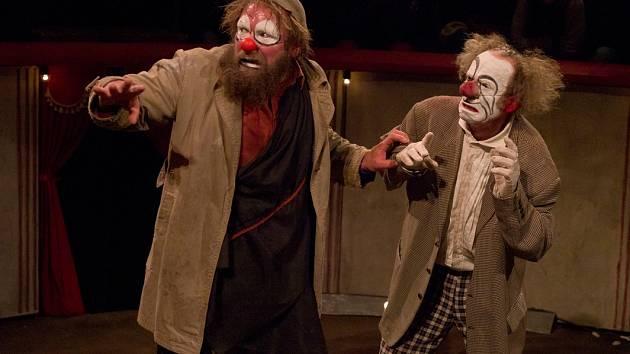 CIRQUE TROTTOLA. Ve své novince Matamore se spojil s jiným velkým jménem této odnože francouzského divadla, souborem Petit Théâtre Baraque.