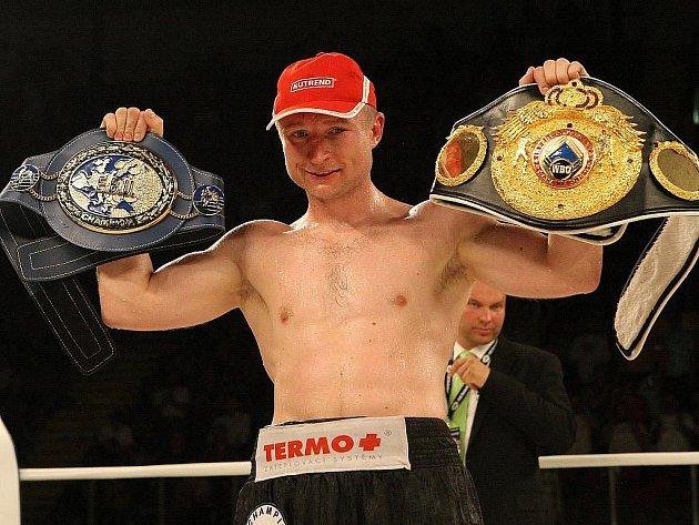 Ústecký boxer Lukáš Konečný vyhrál v pátek 27. května zápas o titul profesionálního mistra Evropy a interkontinentální titul organizace WBO v lehké střední váze na body po dvanácti kolech.