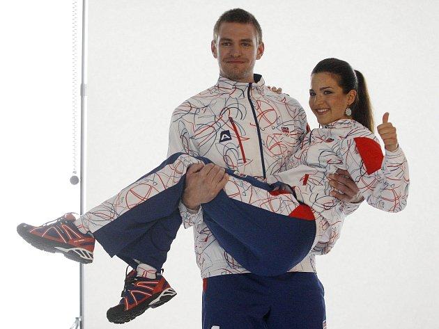 Ondřej Synek a Tereza Huříková stáli 21. března v Praze modely pro focení olympijské kolekce oblečení.
