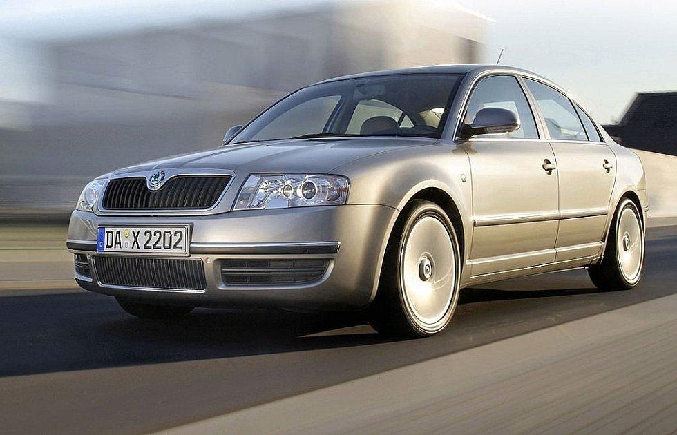První generace modelu Superb byla modernizována v roce 2006. Facelift poznáme především podle upravené masky chladiče, novinkou byla také zpětná zrcátka s integrovanými směrovkami.