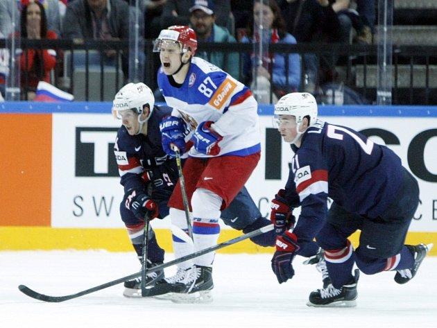 Vadim Šipačov z Ruska (v bílém) proti USA.