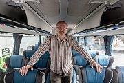 Tisková konference Student Agency a RegioJet ke změně marketingové značky žlutých autobusů na RegioJet a představení autobusů nové generace, které vyjedou poprvé v Evropě pod značkou RegioJet, proběhla 4. dubna v Praze. Na snímku majitel Radim Jančura.