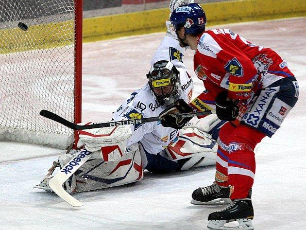 Pardubice uspěly na ledě Vítkovic, Kouzlo gólmana Málka bylo prolomeno.