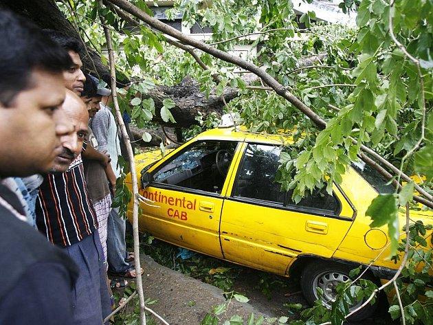 Bangladéš zasáhl pustošivý cyklon Sidr.