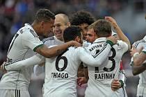 Radost mužů v bílém: fotbalisté Bayernu Mnichov porazili Norimberk 2:0 a dál vedou Bundesligu o 13 bodů.