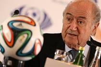 Přidělit MS 2022 Kataru? Ano, byla to chyba, uznal šéf světového fotbalu Sepp Blatter.