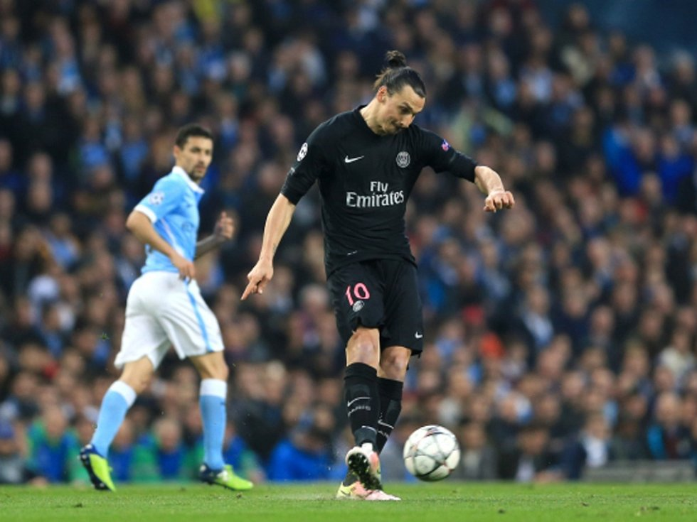 Zlatan Ibrahimovic z Paris St. Germain proti Manchesteru City.