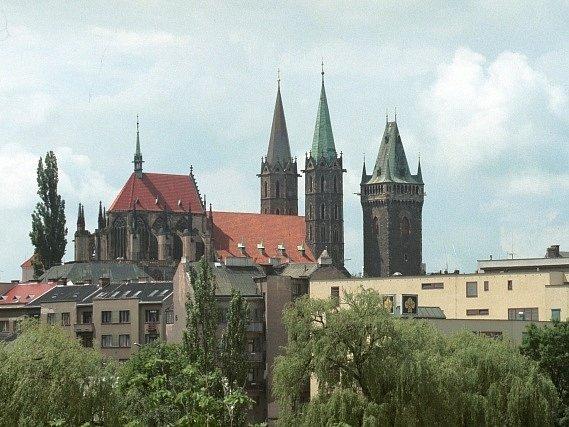 Pohled na kolínský kostel sv.Bartoloměje a zvonici.