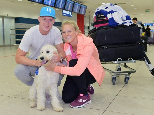 Hokejista Tampy Ondřej Palát spřítelkyní a psem Snowy.