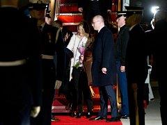 Český premiér Bohuslav Sobotka s manželkou po příletu do Washingtonu na jaderný summit.
