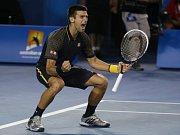 Novak Djokovič se raduje z titulu na Australian Open.