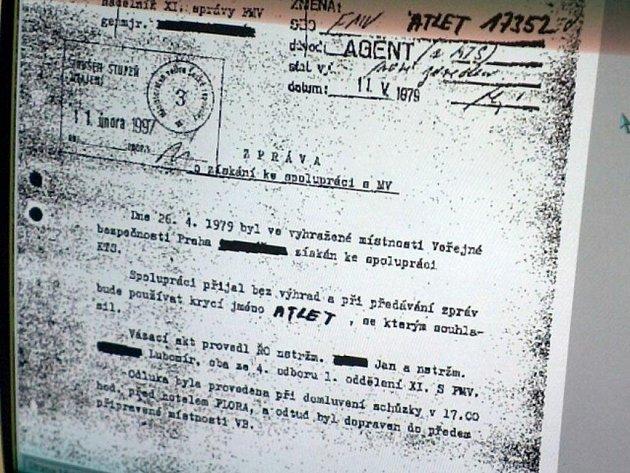 Ukázka fiktivního svazku agenta vedeného v archivu ministerstva vnitra v Pardubicích, kde jsou uloženy svazky o občanech, které vedla komunistická Státní bezpečnost (StB).