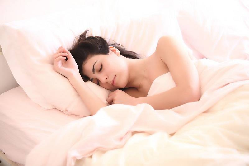 Postel si rezervujte pouze na spánek nebo milování.