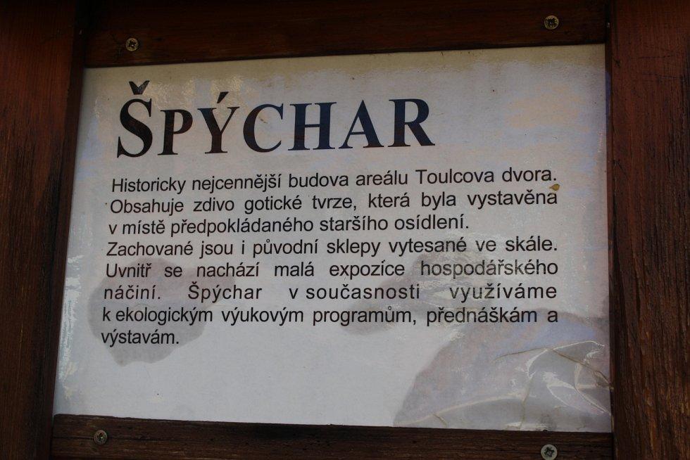ENVIRA sídlí v areálu Toulcova dvora v pražské Hostivaři