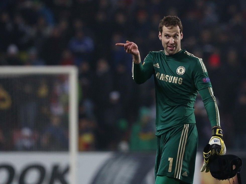 Brankář Chelsea Petr Čech se raduje z vítězství nad Spartou.