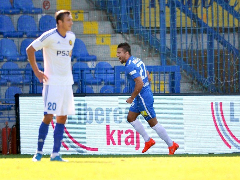 Milan Baroš z Liberce (vpravo) se raduje z gólu proti Jihlavě.
