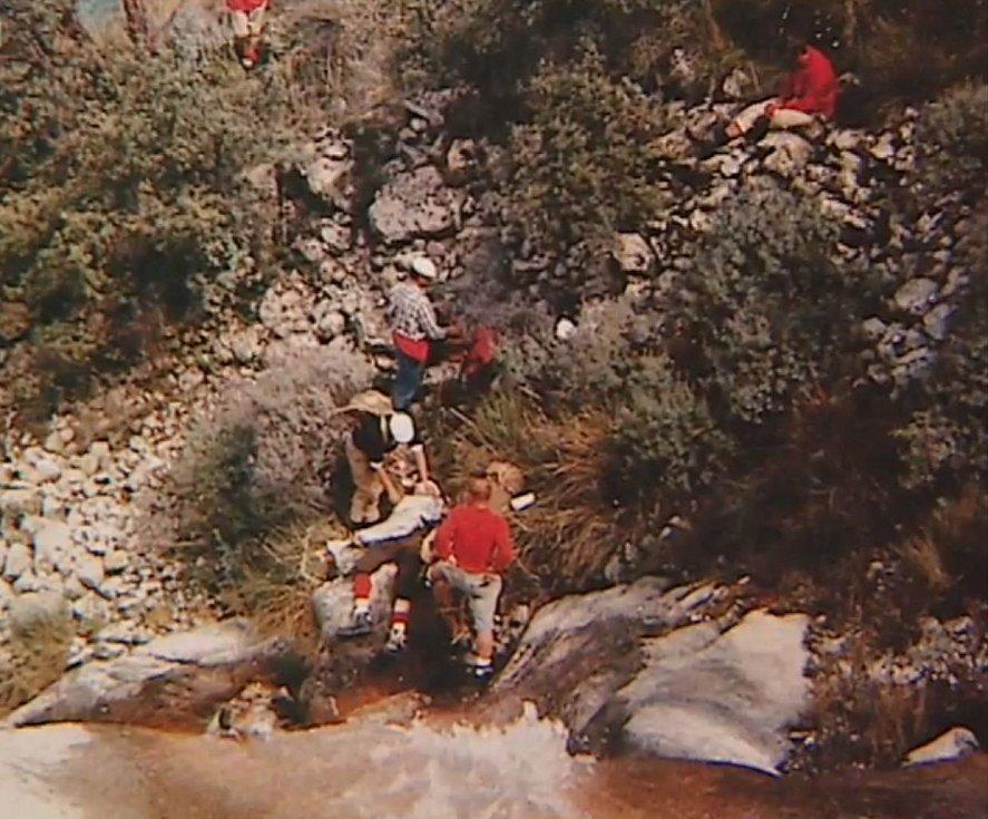 Vyprošťování těla horolezce Ivana Bortela