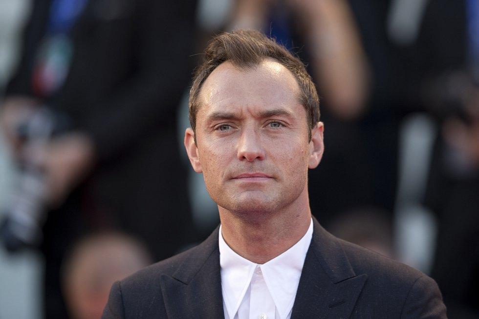 Jude Law je považovaný za jednoho z nejhezčích hollywoodských herců.